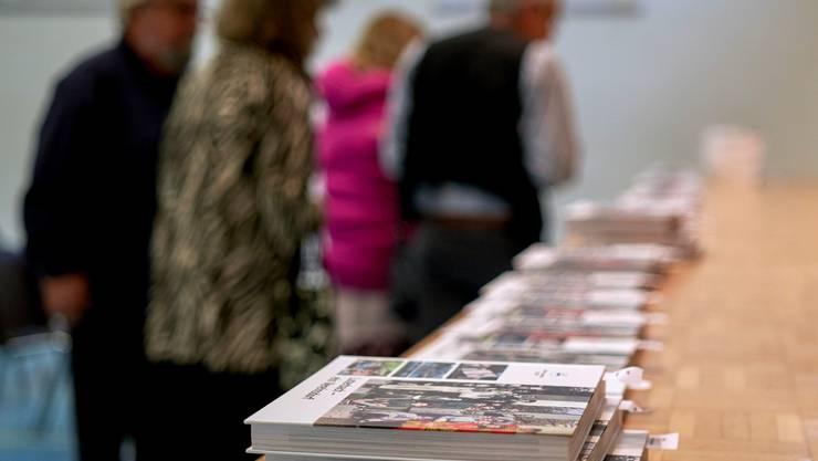 In chronologischem Ablauf stellt das Buch die Aktivitäten der Luterbacher Vereine dar, von denen es einige nicht mehr gibt, während andere seit über 100 Jahren das Dorfleben prägen. Die erste Notiz stammt aus dem Jahr 1822, als in Luterbach erstmals eine Fasnachtsgruppe gegründet wurde.