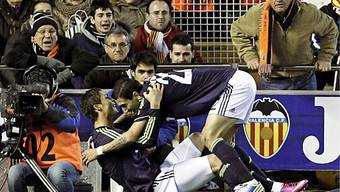 Cristiano Ronaldo feiert mit Kollegen den Sieg gegen Valencia