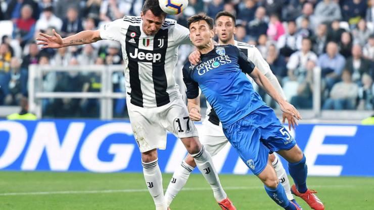 Juventus Turin (Mario Mandzukic) schlägt Empoli (Frédéric Veseli)