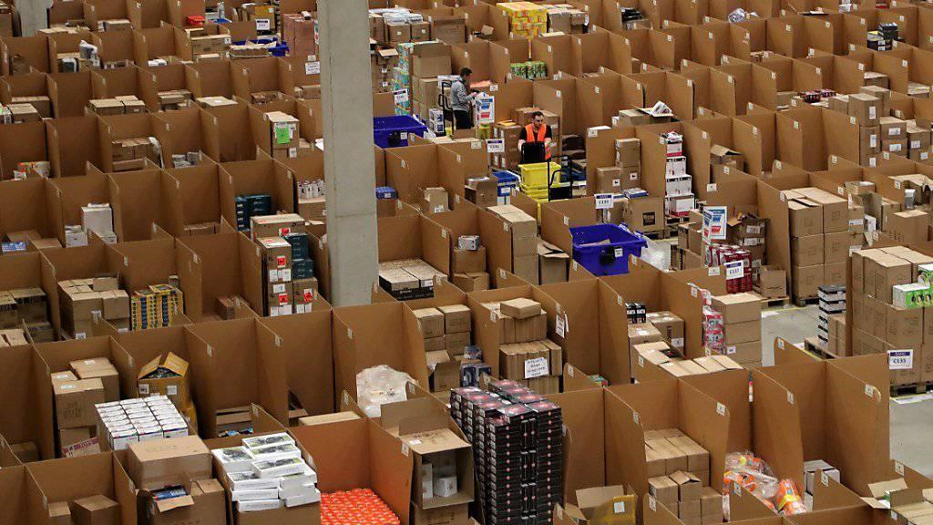 Der Umbau des deutschen Brief- und Paketgeschäfts hat die Deutsche Post gekostet: Der Gewinn brach in dieser Sparte im vergqangenen Jahr trotz gutem Weihnachtsgeschäft ein. (Symbolbild)