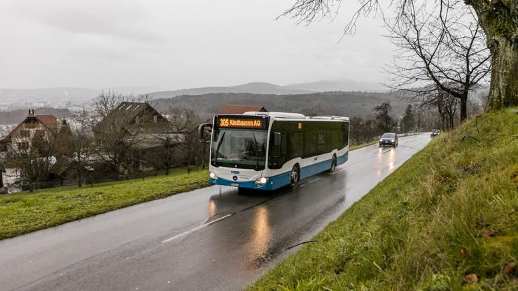 Der Bus 305 auf seiner Fahrt oberhalb vom Eichholz: Heute ist er selbstverständlich, vor einem halben Jahrhundert war er aber eine grosse Errungenschaft.