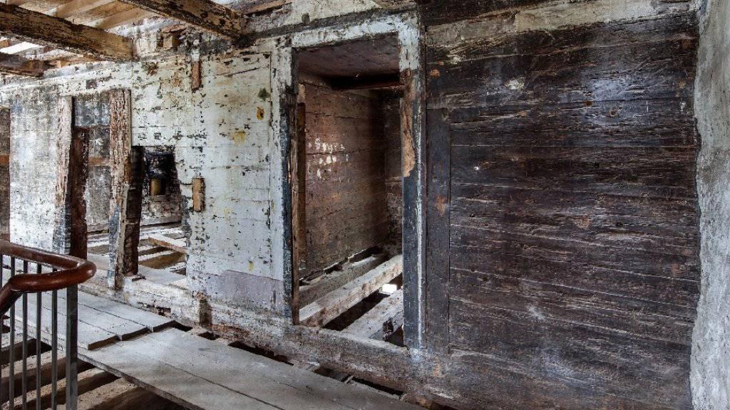 Das älteste Holzhaus im Kanton Uri ist ein ehemaliges Gasthaus. Der «Ochsen» in Flüelen an der Dorfstrasse 3 stammt aus dem Jahre 1327.