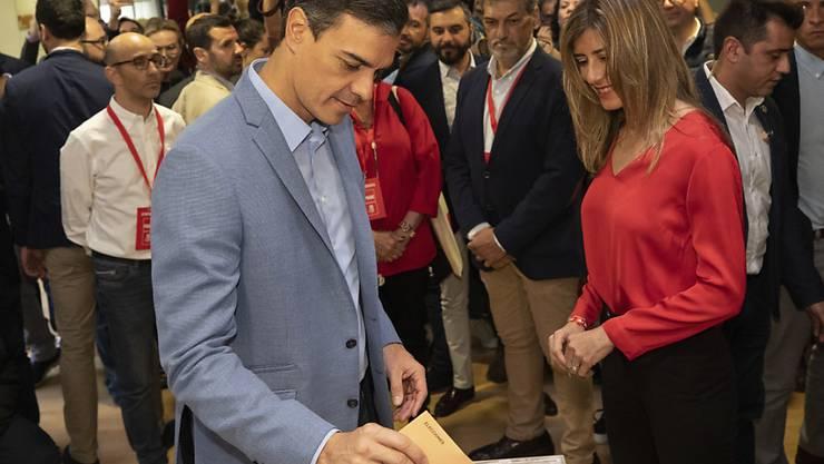 Ministerpräsident Pedro Sánchez gibt seine Stimme in Pozuelo de Alarcon ab.