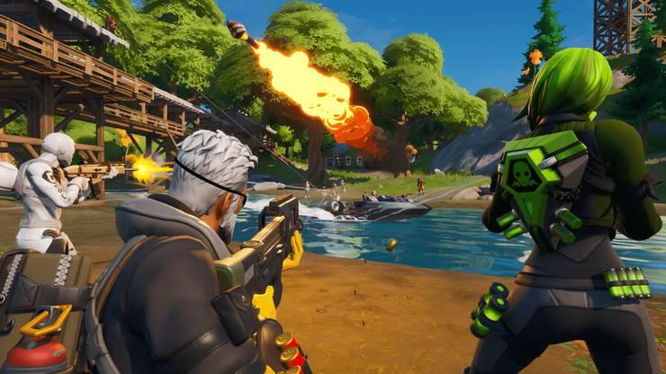Gemeinsam gamen ist gut für die Familie: Ein Fortnite-Battle stärkt die Vater-Sohn-Beziehung.
