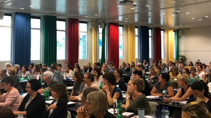 Präsidentin Luzia Felber begrüssten am Freitagmorgen rund 200 Kongressteilnehmerinnen aus der Schweiz und dem angrenzenden Ausland zu einem spannenden Programm.