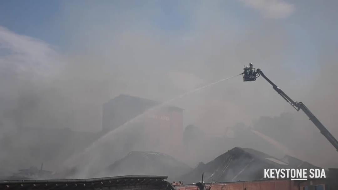 Grossbrand auf Industrieareal in Laufen BL