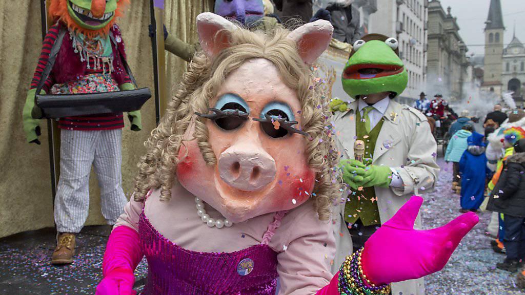 Muppet-Show: Auch Miss Piggy war am Donnerstagnachmittag am Fritschi-Umzug in Luzern anzutreffen.