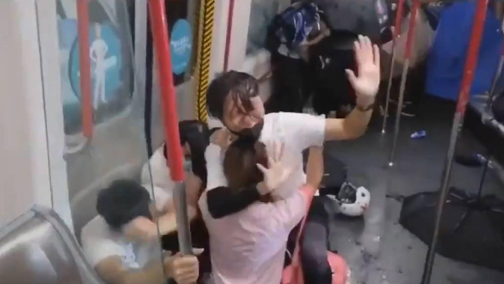 Hongkong: Heftige Ausschreitungen bei Protesten
