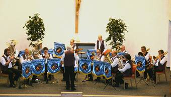 Die Akustik im Kirchenraum kam der Blaskapelle zu gute. Zudem war die Mehrzweckhalle zu teuer.