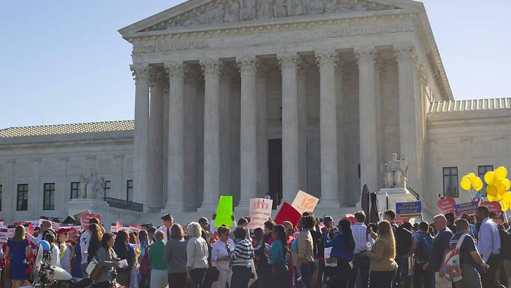 Das Thema bewegt und bringt die Menschen auf die Strasse: Das Oberste Gericht der USA prüft die Verfassungsmässigkeit von Obamas Einwanderungspolitik.