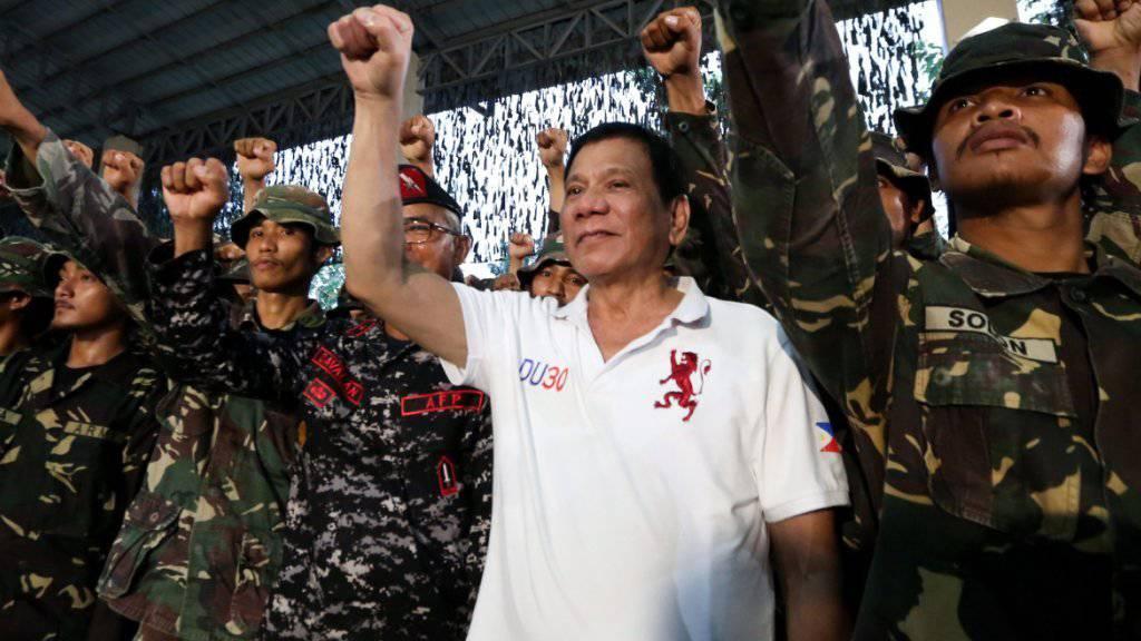 """Das EU-Parlament ist das jüngste Ziel einer Beleidigung des philippinischen Präsidenten Rodrigo Duterte. Mit den Worten """"Fickt Euch"""" quittierte er die Kritik des europäischen Gremiums an seiner Drogenpolitik, die bereits hunderten Menschen das Leben gekostet hat."""