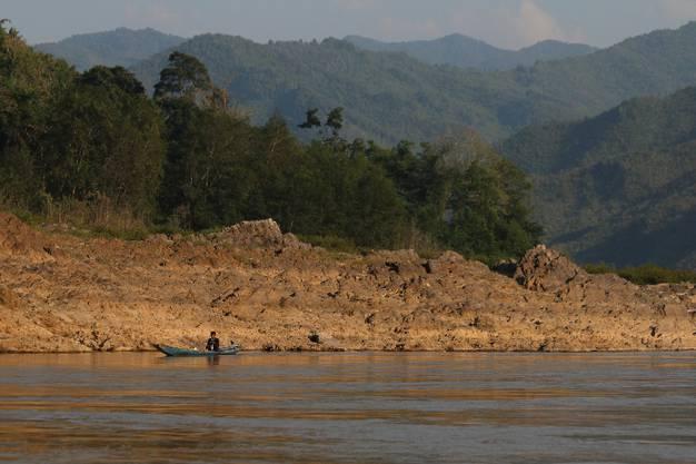 Die Landschaft, die wir während der zweitägigen Flussfahrt zu sehen kriegen, ist wunderschön.