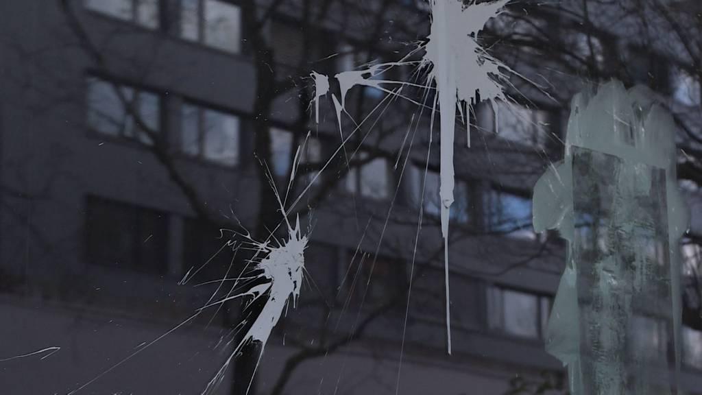 Farb-Anschlag im Länggass-Quartier: Vandalen wüten gegen Kunst von «blauen Lakaien des Staates»