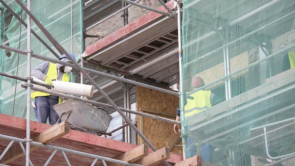 Mit rund einer Million Franken unterstützte der Bund im Kanton Schwyz Gebäudesanierungen für mehr Energieeffizienz. (Symbolbild)