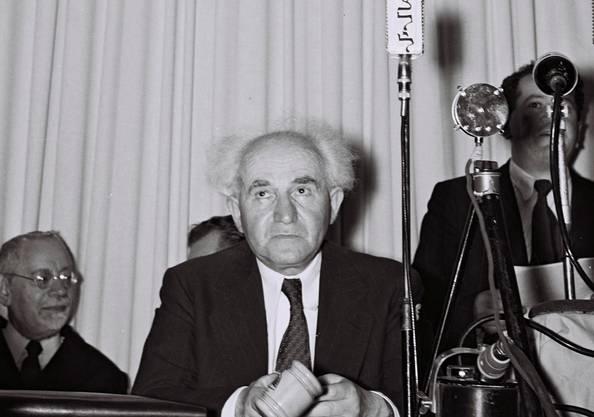 Premierminister David Ben Gurion verkündet die Unabhängigkeit Israels.