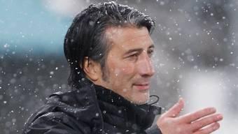 Steht im Regen da: Murat Yakin kassiert mit Schaffhausen die dritte Niederlage in Folge