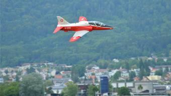 So tief wie der Elektrojet-Nachbau von Beni von Arx aus Hunzenschwil flog kein Hawk der Schweizer Luftwaffe je über Grenchen.Peter Brotschi