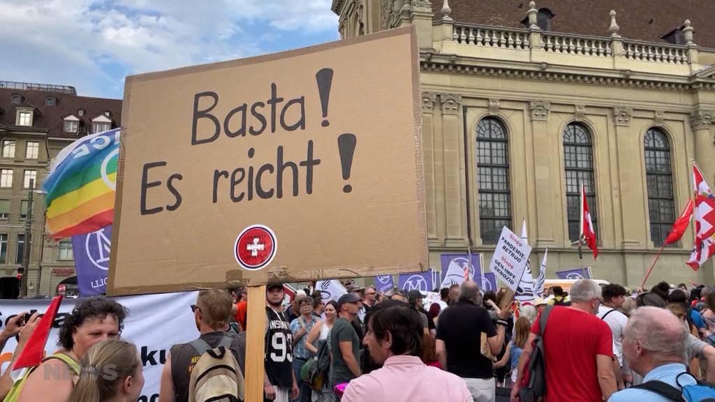 Tausende demonstrieren gegen Massnahmen: Warum Coronaskeptiker-Kreise so präsent sind