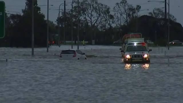 Überschwemmungen spülen Krokodile in die Städte