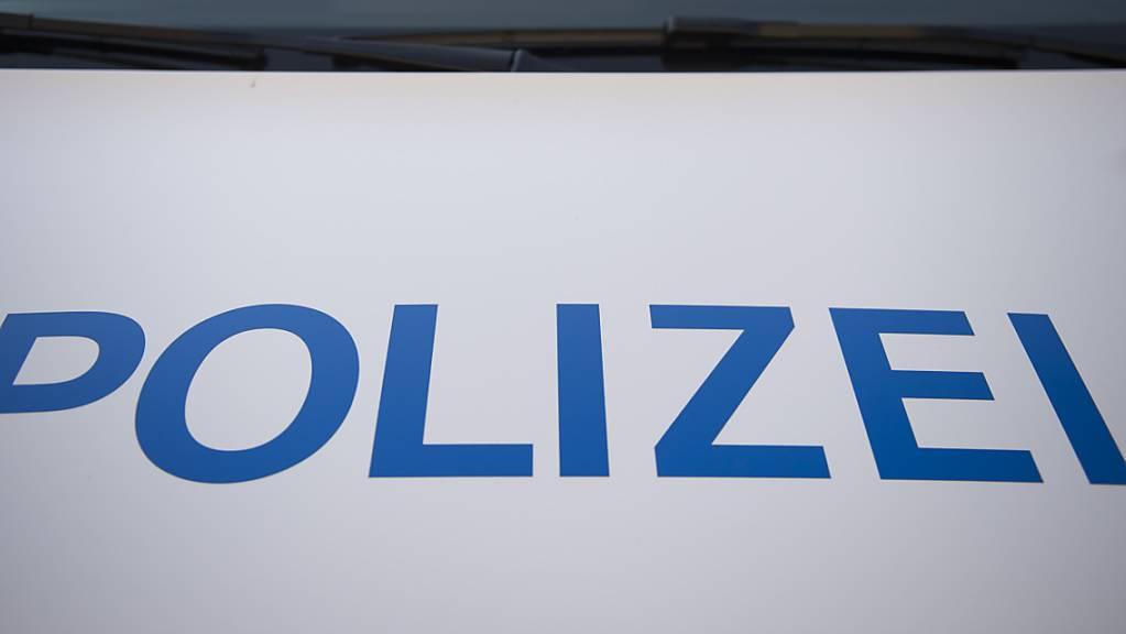 In der Nacht auf Samstag ist es in Basel zu einem versuchten Raub mit einem Verletzten gekommen. Bei einem erfolgreichen Raubüberfall blieb das Opfer hingegen unverletzt. (Symbolbild)