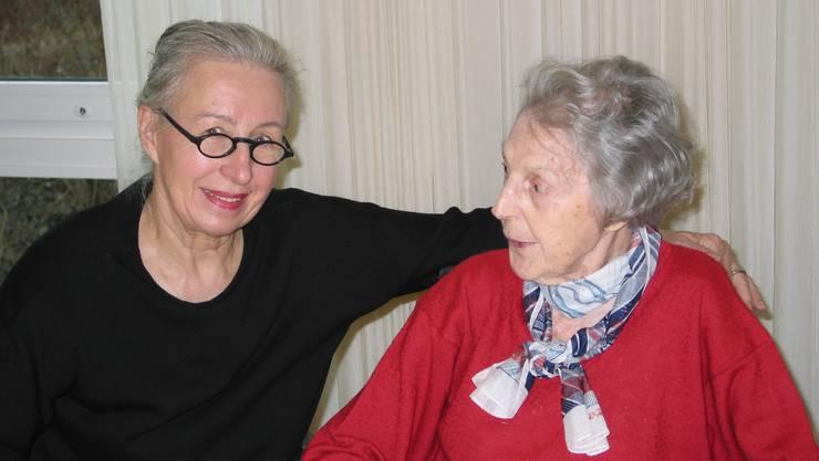 Gründungsmitglied Annemarie Gygax mit Bewohnerin