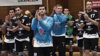 Baden, 07.10.2017. Handball NLB - STV Baden - TV Solothurn. Die Spieler vom STV Baden bedanken sich beim Publikum. © Alexander Wagner Handball, NLB - STV Baden
