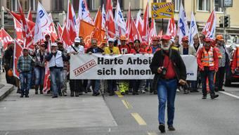 Unia-Demonstration: Bauarbeiter protestieren für eine Lohnerhöhung.