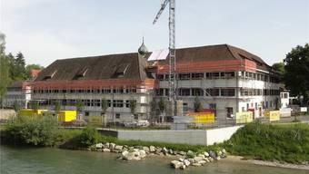 Hier entsteht zeitgemässer Wohnraum: Sanierung Kloster West im Reusspark.
