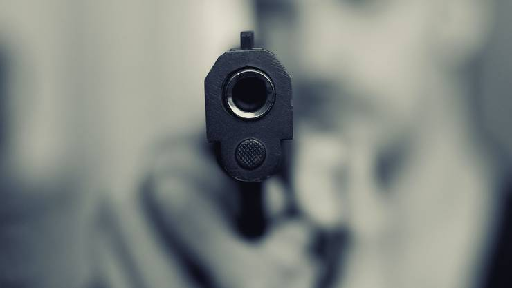 Dem Entführungsopfer wurde mit einer Waffe gedroht. Schlussendlich konnte es fliehen. (Symbolbild)