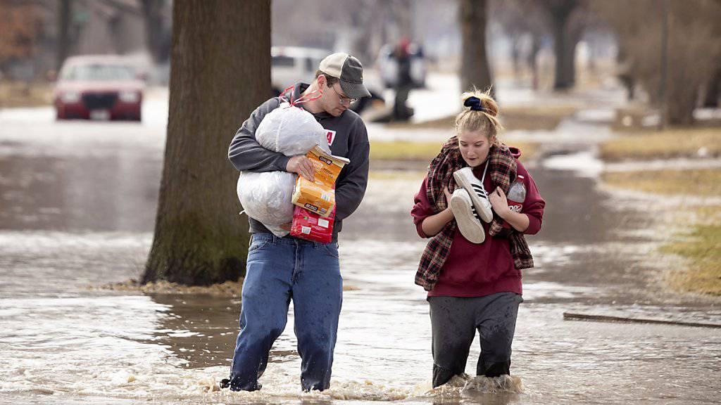 Schneeschmelze und Regenwetter: In den US-Bundesstaaten Nebraska und Iowa verliessen hunderte Menschen ihre Häuser wegen hoher Pegelstände.