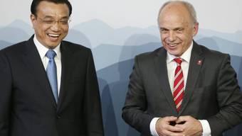 Li Keqiang und Ueli Maurer beim letzten Treffen in Bern (Archiv)