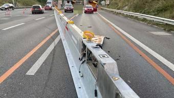 Auf Höhe Gemeindegebiet Scherz übersah der Autofahrer die Baustellenabschrankung.