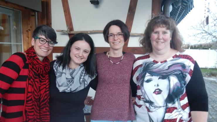 Von links: Annegret Rhiner, Präsidentin von «familie aktiv», die Initiantinnen Jacqueline Roth und Simone Moser und Lara Schwaller, «familie aktiv».