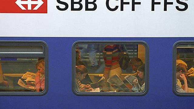 Pendler in einem SBB-Wagen (Archiv)