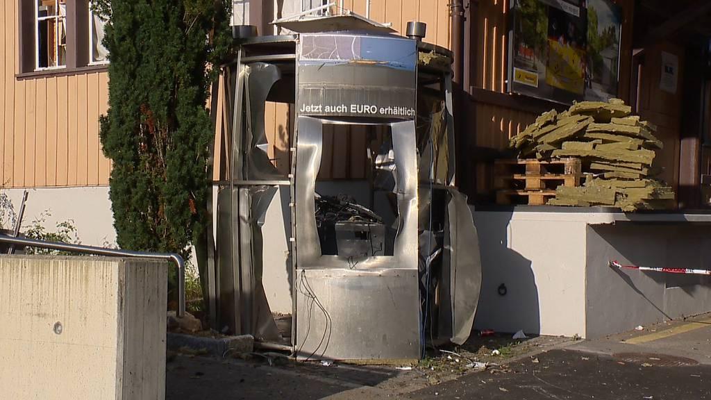 Unbekannte sprengen Bankomat in Rikon (ZH)