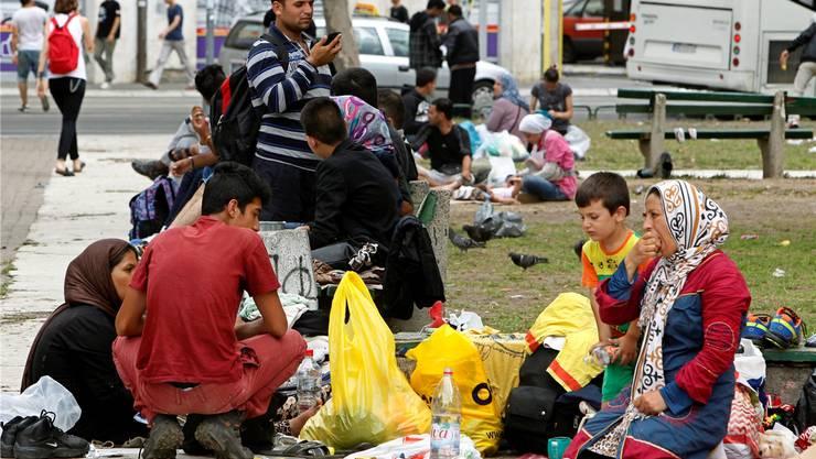 Nur eine Pause in Belgrad: Auch diese Flüchtlinge wollen wohl weiter in ein EU-Land. key