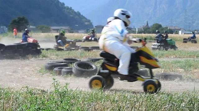 Hier brausen Rasenmäher mit bis zu 40 km/h über die Piste