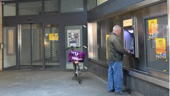 Postomat in der Passage Dornacherstrasse/Ringstrasse: Seit das Postbüro im April 2013 geschlossen wurde, ist die Anlage vielen Kunden zu unsicher.