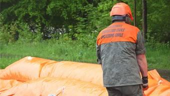 Auch im Mai 2015 war die Hochwassersituation angespannt. Die Beaver-Schläuche – ein mobiler Unwetter- und Hochwasserschutz – wurden ausgelegt.