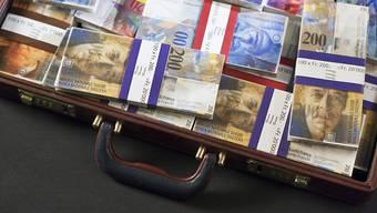 Niemand weiss, wie viel Geld an den Steuerbehörden vorbei geschmuggelt worden ist. Dank der kleinen Steueramnestie, die in der Schweiz seit 2010 gilt, sind schweizweit fast 25 Milliarden Franken wieder ans Licht gekommen. (Symbolbild)