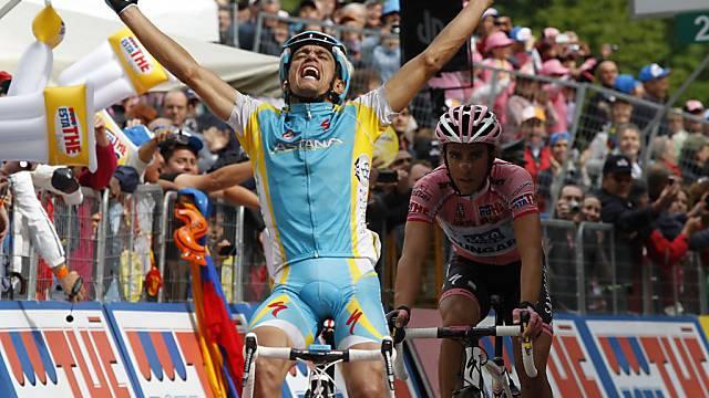 Leader Contador (rechts) überliess Tiralongo den Etappensieg