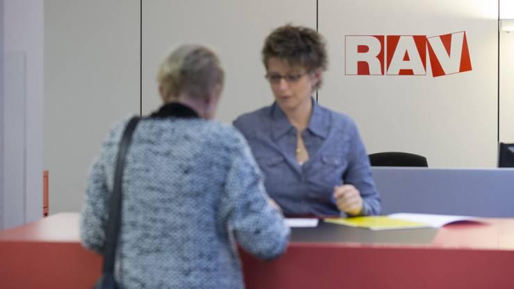 17'375 Personen waren Ende Mai bei den Regionalen Arbeitsvermittlungszentren (RAV) arbeitslos gemeldet, 911 weniger als im Vormonat. (Symbolbild)