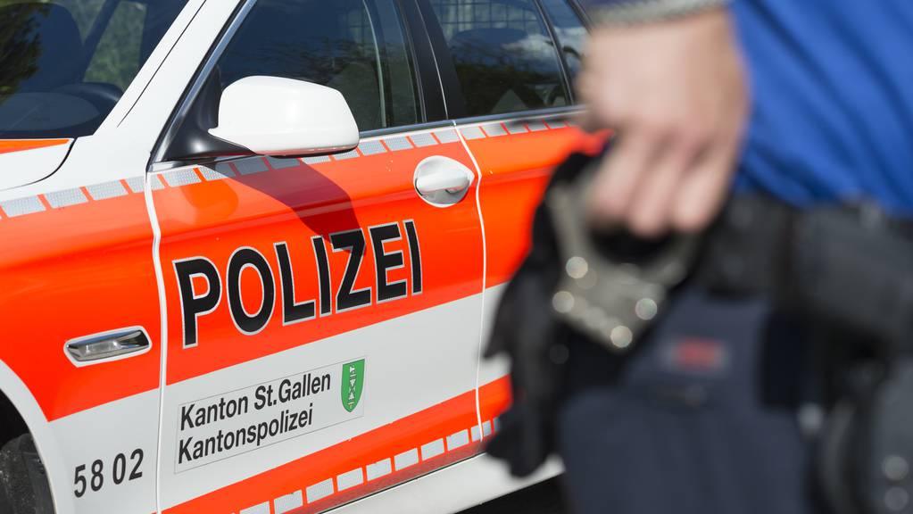Die Kantonspolizei St.Gallen sucht Zeugen: In der Nacht auf Sonntag kam es zu einer Attacke, bei welcher ein Mann lebensbedrohlich verletzt wurde.