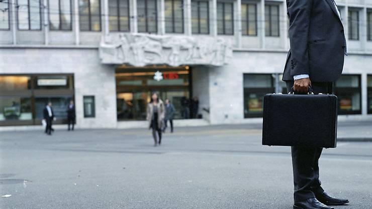 Vor allen die Finanz- und Versicherungsdienstleister sehen ihre Geschäftslage im Oktober etwas trüber. (Archiv)