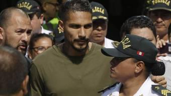 Paolo Guerrero, der Captain der peruanischen Nationalmannschaft, wird trotz eines positiven Dopingtests an der Weltmeisterschaft in Russland spielen. (Archiv)