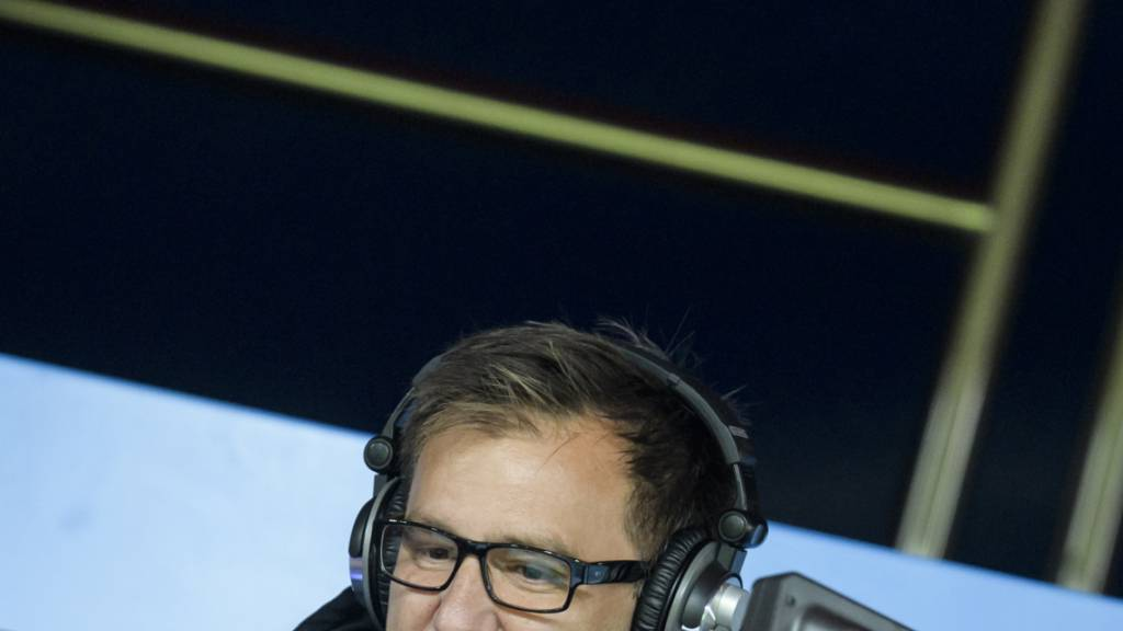 Für die Schweizer TV-Zuschauer eine vertraute Stimme: Sascha Ruefer bei der Arbeit.