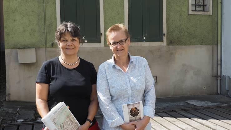 Susanne Ritter-Lutz (links) und Edith Hunziker arbeiten derzeit am Kunstdenkmäler-Band über den Bezirk Laufenburg. twe