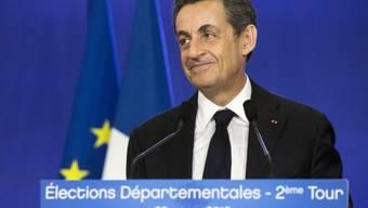 Ein zufriedener Sarkozy nach dem Wahlerfolg seiner UMP