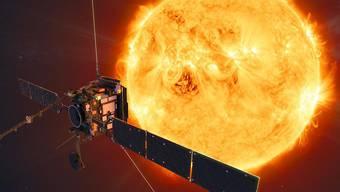 """Die Raumsonde """"Solar Orbiter"""" wird die Sonne noch enger umkreisen als der Merkur, der innerste Planet unseres Sonnensystems. (Illustration)"""