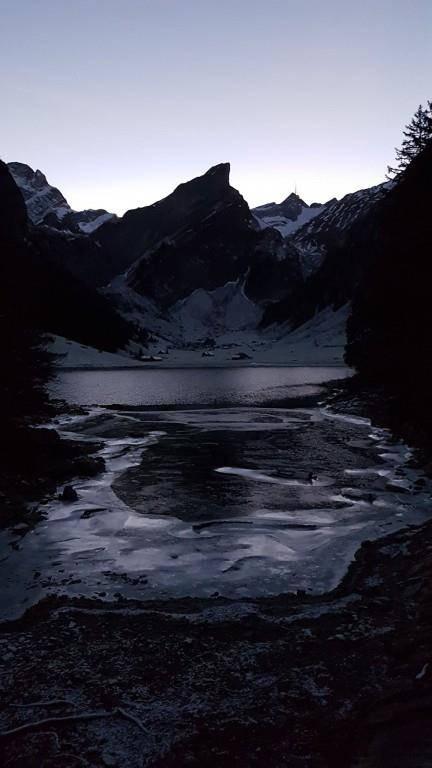Zahlreiche Besucher rutschen deshalb auf dem Eis umher (© zVg)